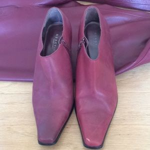 Kenneth Cole Reaction burgundy heeled boots